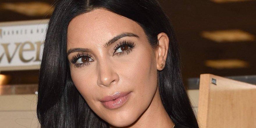 Kim Kardashian buzdolabının kapılarını açtı