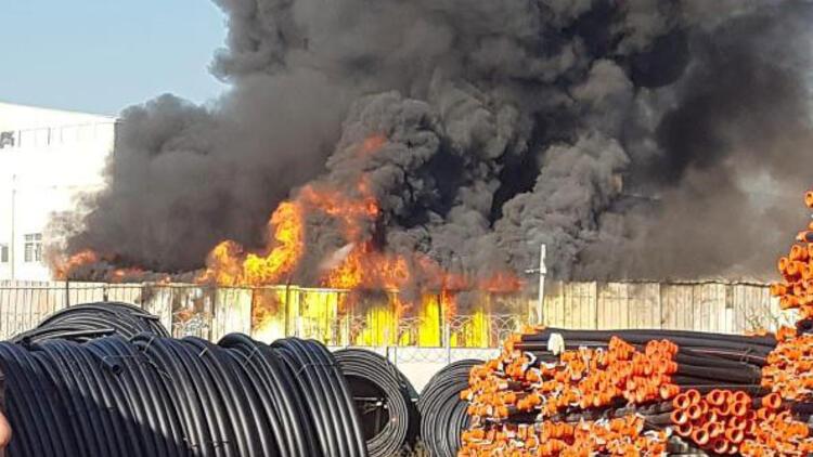 Pendik'te geri dönüşüm fabrikasında yangın