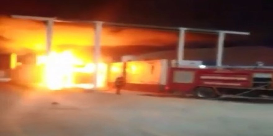 Gümrük görevlilerine kızdı, TIR'ı ateşe verdi