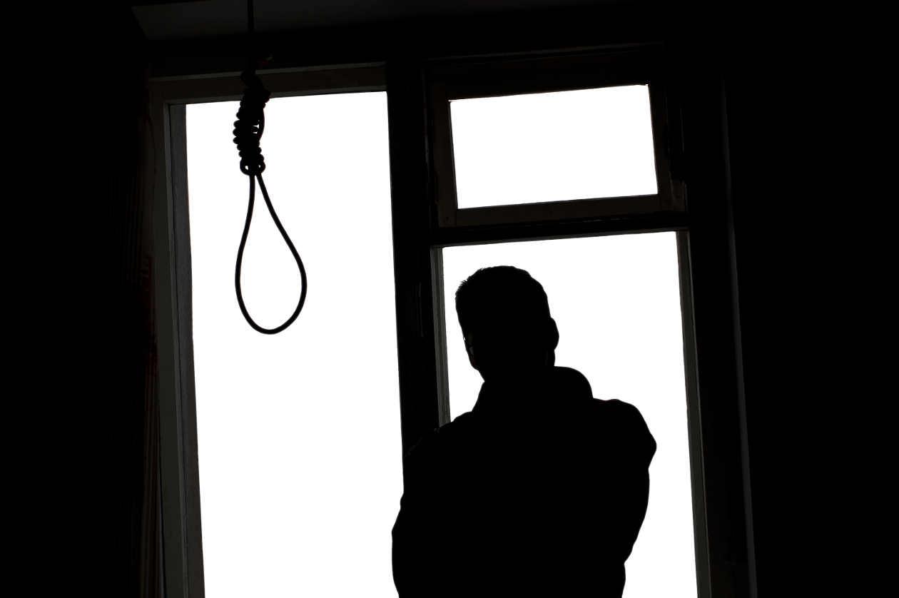 Ağzını bantladı, yakasına mektup taktı ve intihar etti