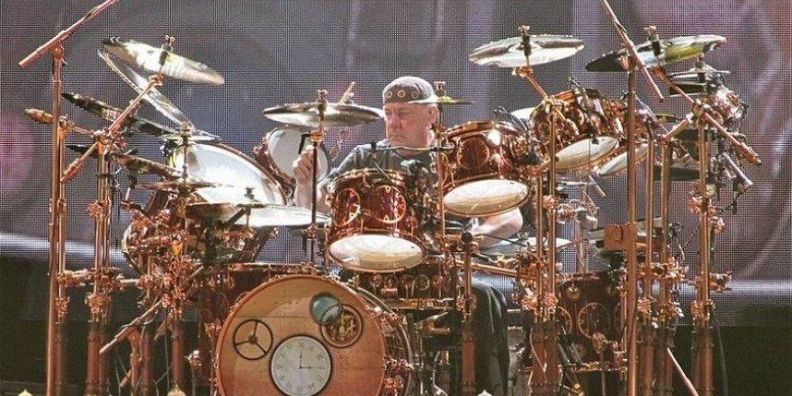 Efsane müzisyen Neil Peart hayatını kaybetti