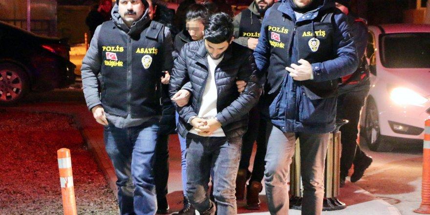 İnternet üzerinden 23 ilde 62 kişiyi dolandıran çift yakalandı