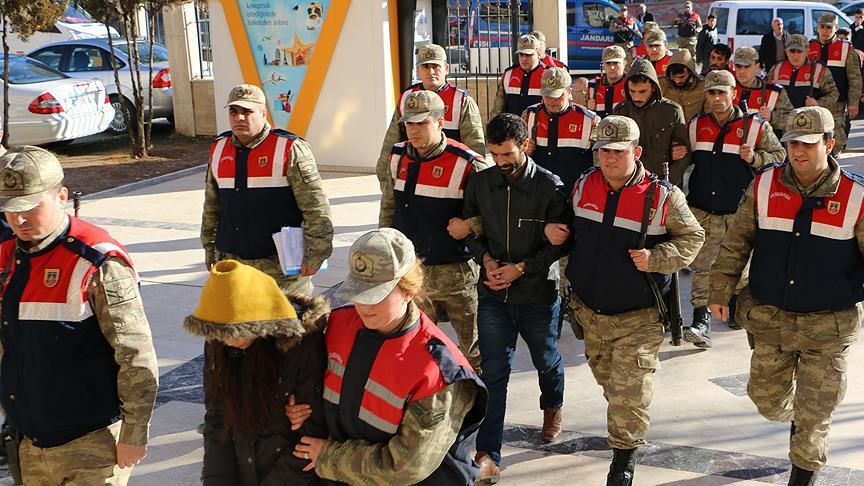 Canlı bomba hazırladığındaki teröristler yakalandı