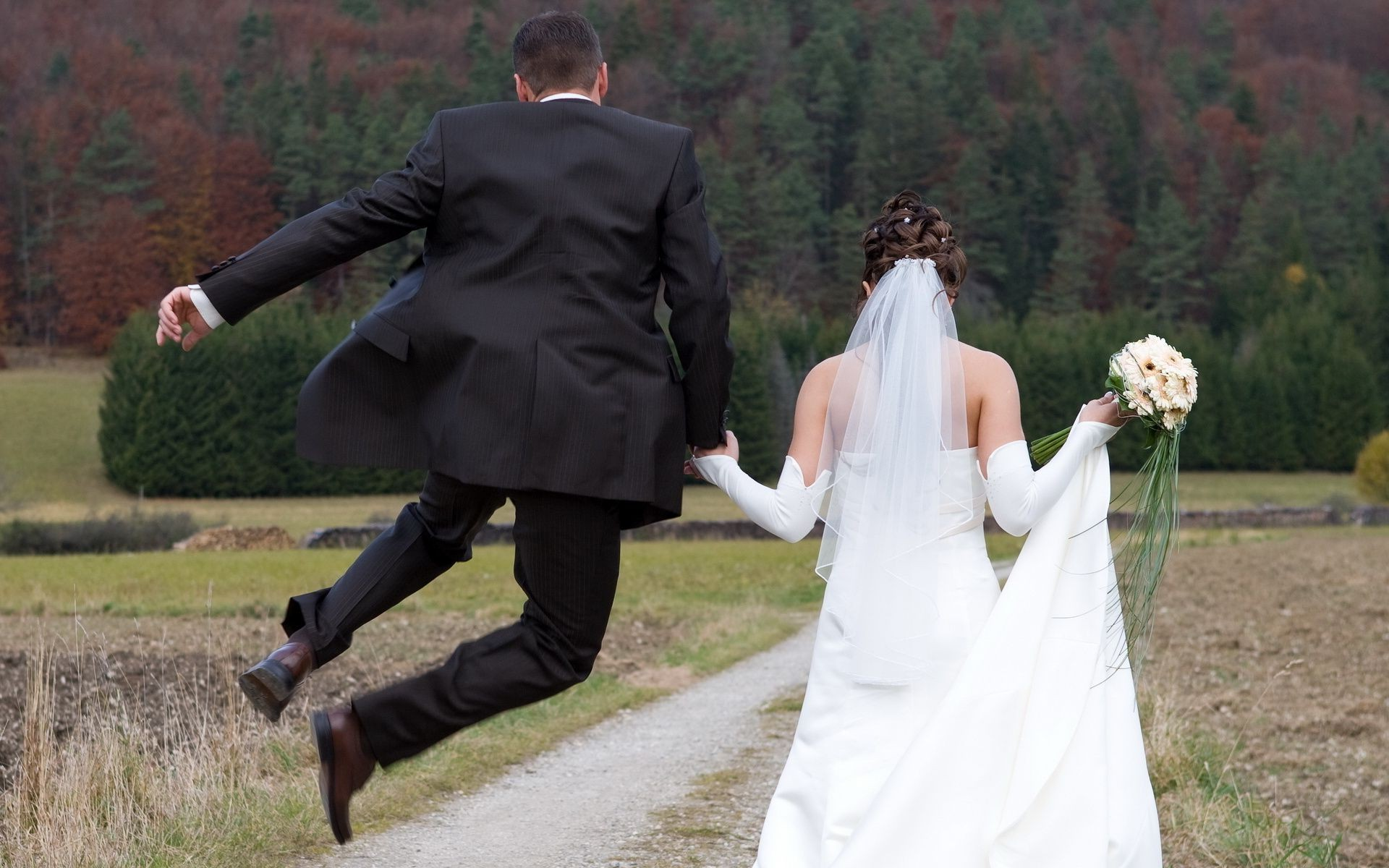 """Kalkandelen: """"Devlet Baba, Saray'ı Yeni Evli İşsizlere Aç!"""""""