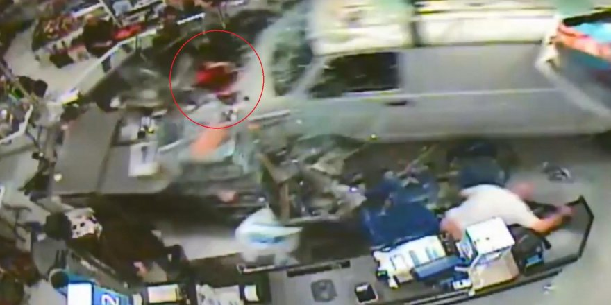 ABD'de kamyonet mağazaya daldı: 11 yaralı