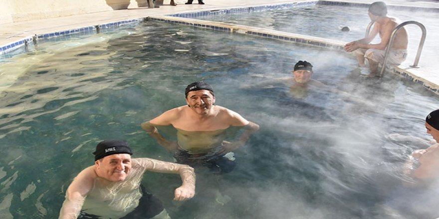 Yosun havuzunda şifa arıyorlar