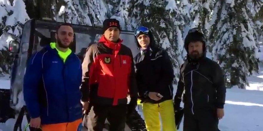 Kaybolan 3 kayakçıyı JAK Tim kurtardı