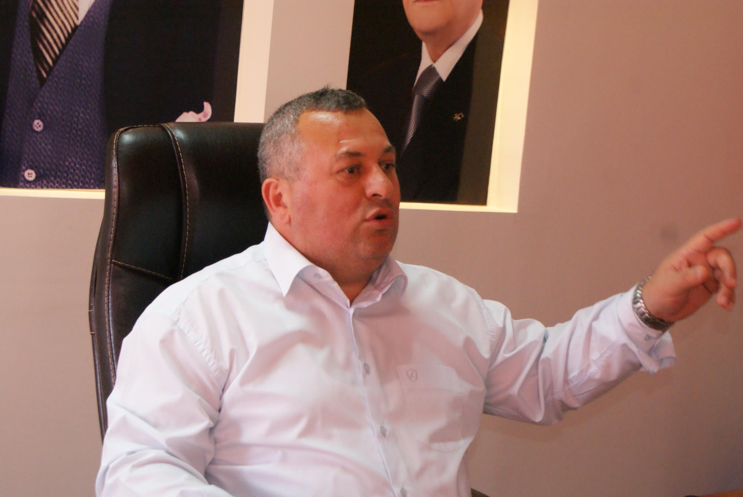 Cemal Enginyurt'un 'yavşak' dediği bakan MHP'li çıktı