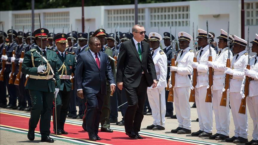 Mozambik'te resmi törenle karşılandı