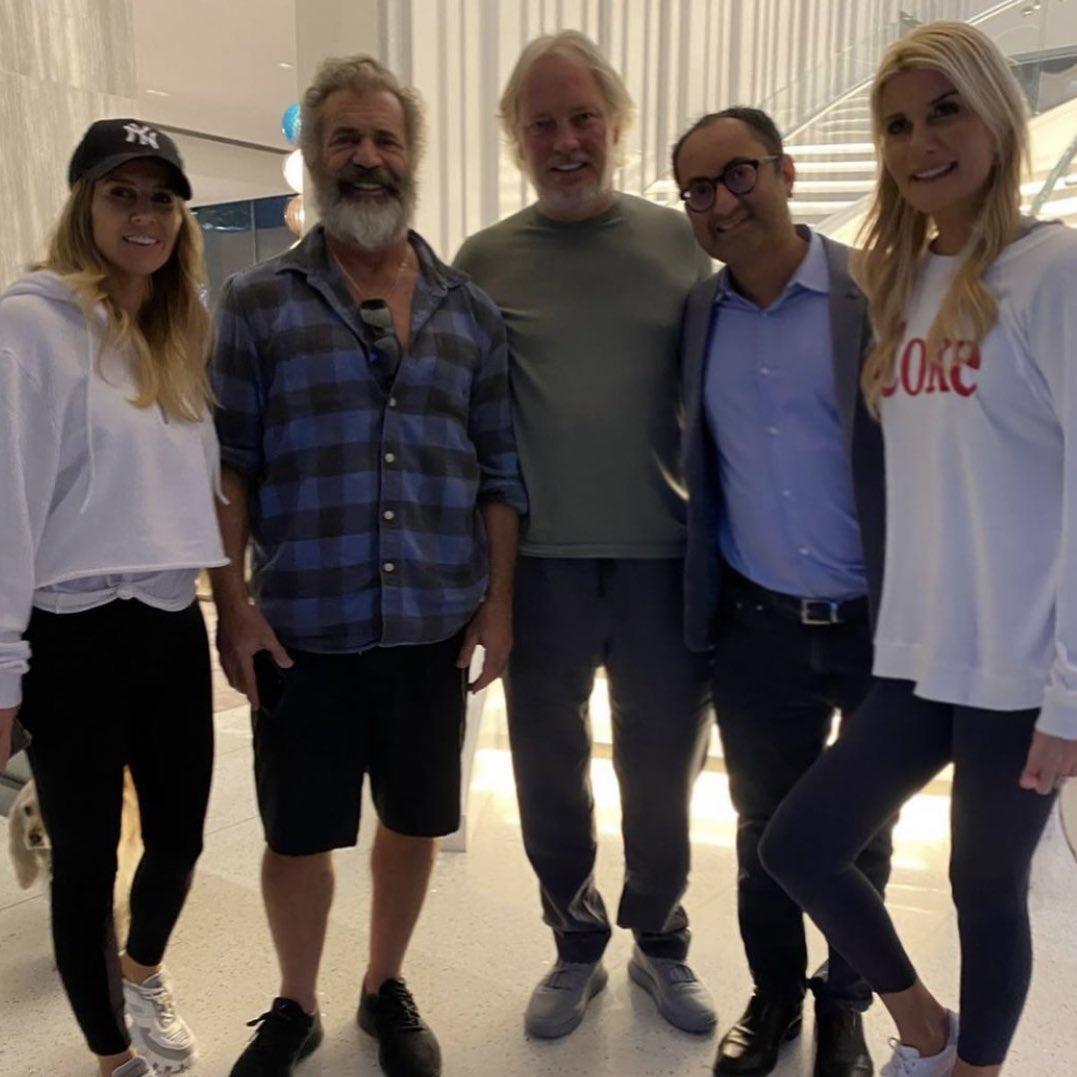 Şen ailesi Mel Gibson'ı ağırladı
