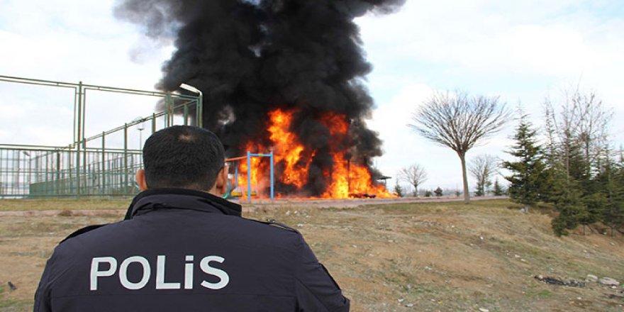 Çocuk parkını böyle yaktılar!