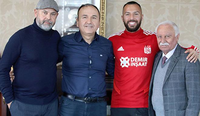 Sivasspor, Yasin Öztekin'le imzaladı