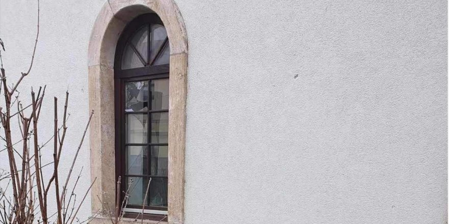 Bosna Hersek'in Bosanska Dubica şehrindeki tarihi camiye ırkçı saldırı
