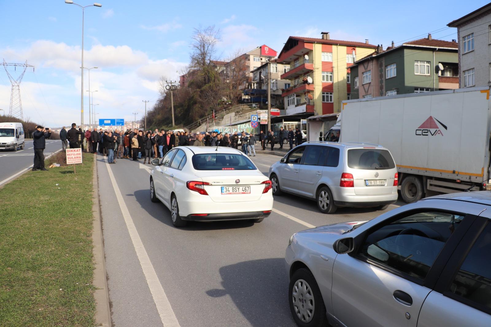 Zonguldak'ta kazalardan bıkan mahalleli yol kapattı