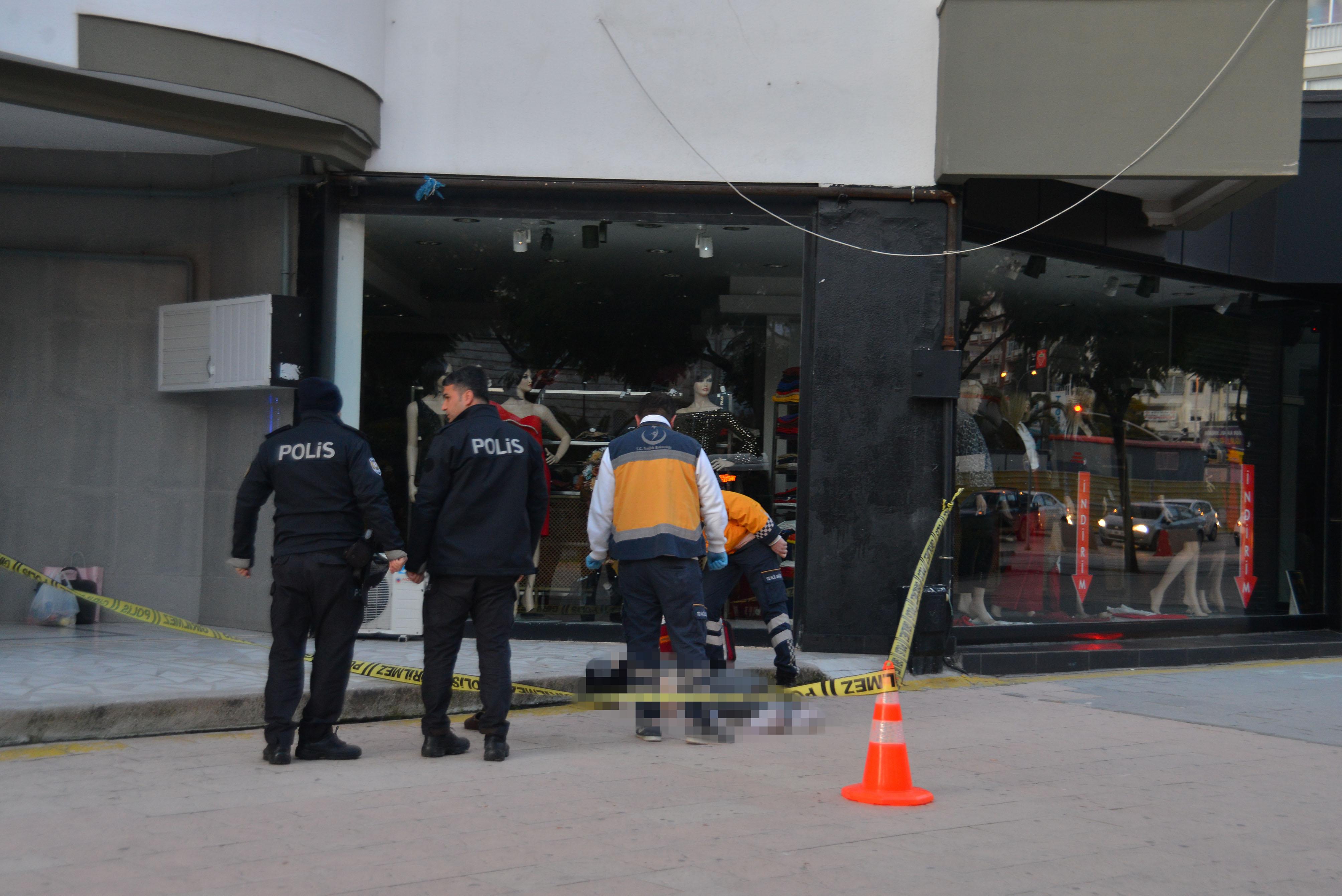 Adana'da 10'ncu kattan düşen kadın feci şekilde can verdi