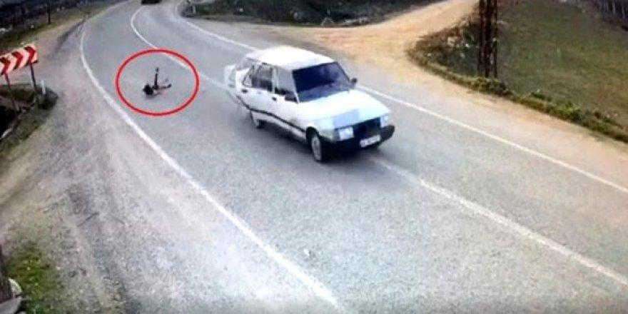 Görüntü Türkiye'den! Minik kız seyir halindeyken yola savruldu