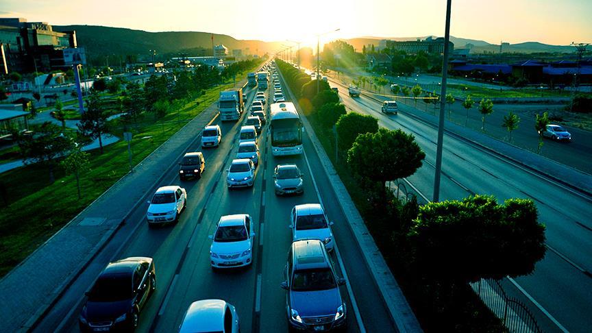 2 milyon sürücü yeni belgesiyle yollarda