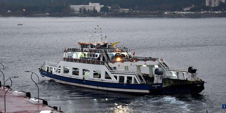 Gökçeada'da feribot seferlerine 'fırtına' engeli