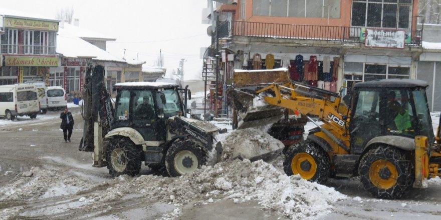 Van'da yollar kapandı, hastalar zorluk yaşadı