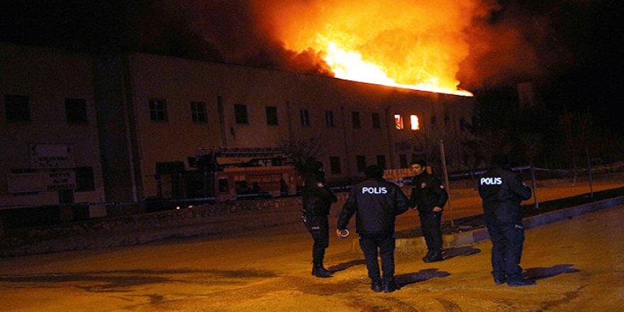Tarihi binada yangın!