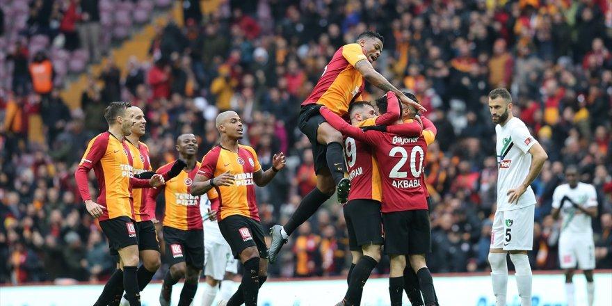 Galatasaray, Akbaba ve Falcao ile kazandı