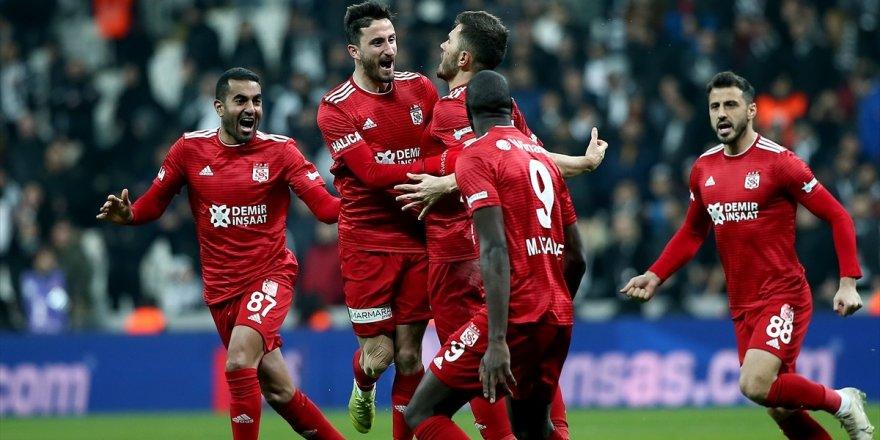 Beşiktaş sahasında Sivasspor'a kaybetti