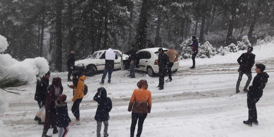 Kar görmeye giderken yolda mahsur kaldılar