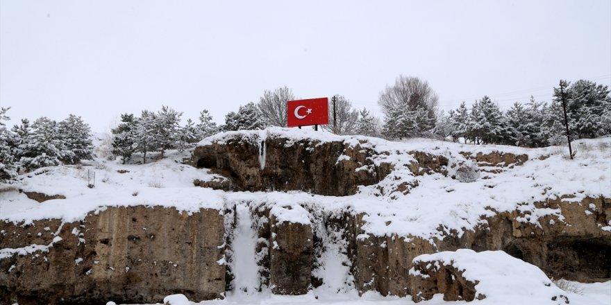 Sivas'ta kar nedeniyle 483 köy yolu ulaşıma kapandı