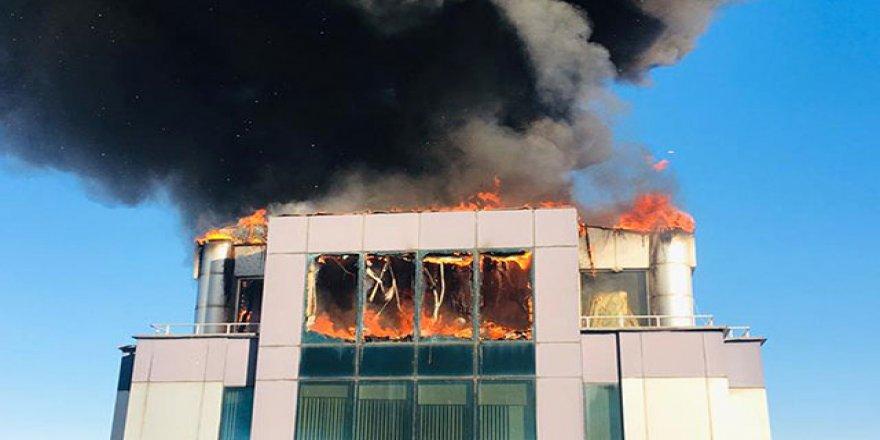 Antalya'da iş merkezi yangını!