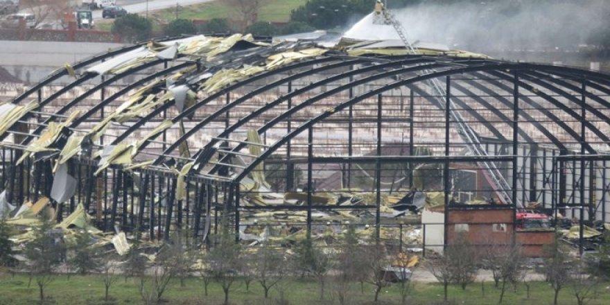 Maltepe Üniversitesi'nin kapalı spor salonu çatısında yangın