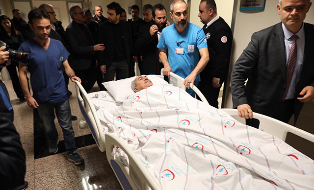 AKP Antalya Milletvekili ve eşi kaza geçirdi