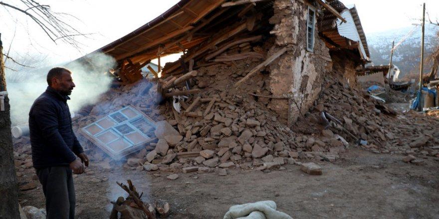 Elazığ'da bir köy tamamen yıkıldı