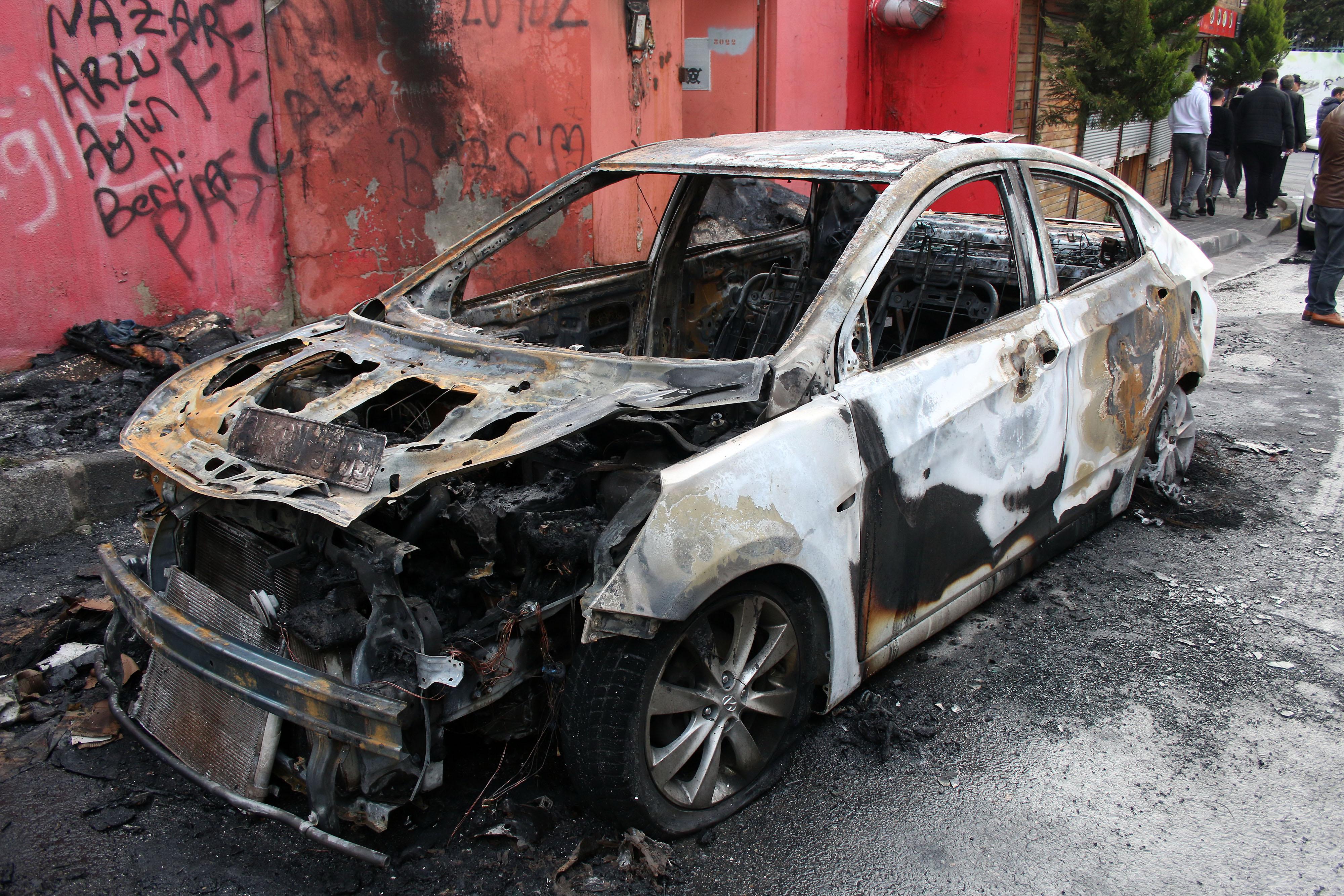 Şişli'de 4 günde 39 araç lastiği kesildi, 4 araç kundaklandı