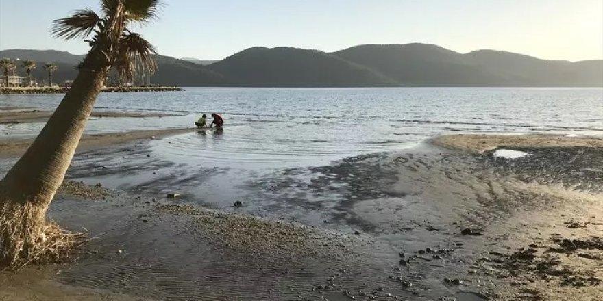 Muğla Akyaka sahilinde depremlerin ardından korkutan görüntü!