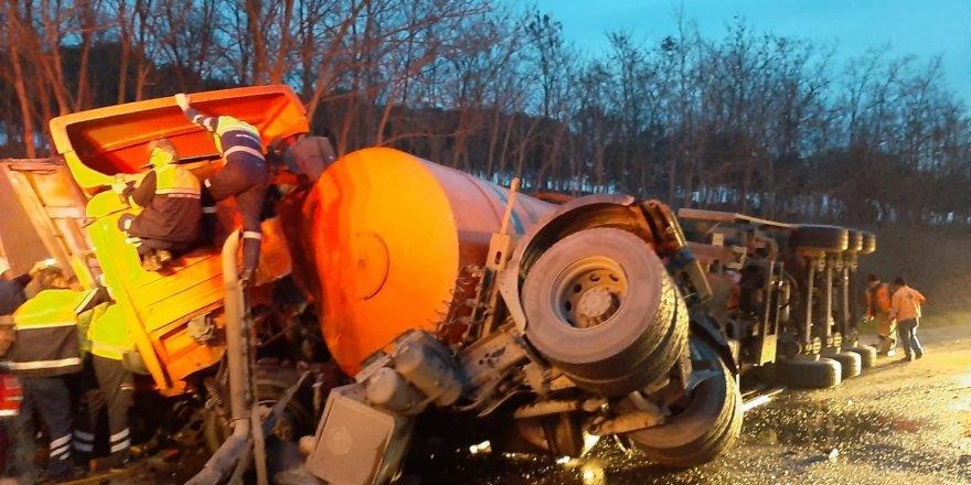 Silivri'de çöp kamyonu ile TIR çarpıştı: 1 ölü