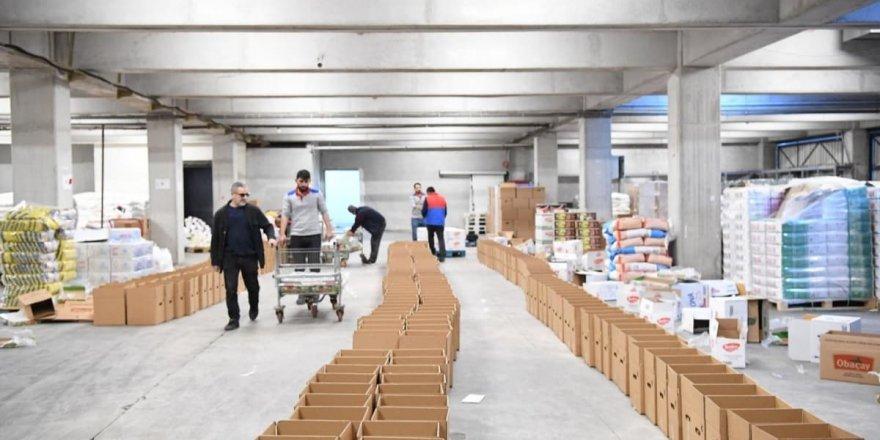 Isparta'dan deprem bölgesine yardım malzemesi