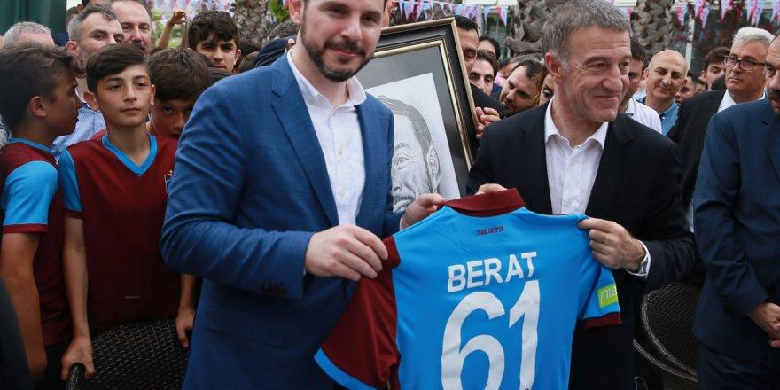 Fenerbahçeliler Berat Albayrak'a karşı ayağa kalktı
