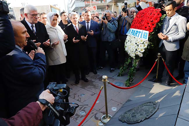 Akşener'den Fethi Sekin anıtına ziyaret