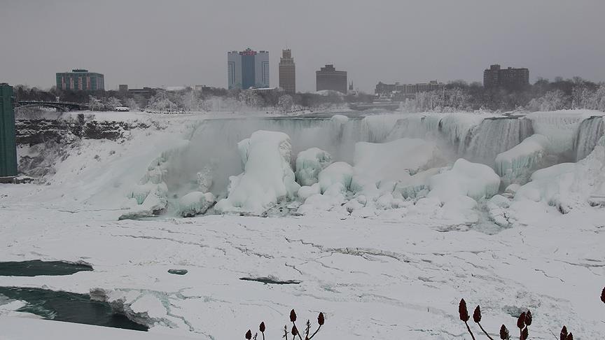 Kanada'da 'acil durum' ilan edildi