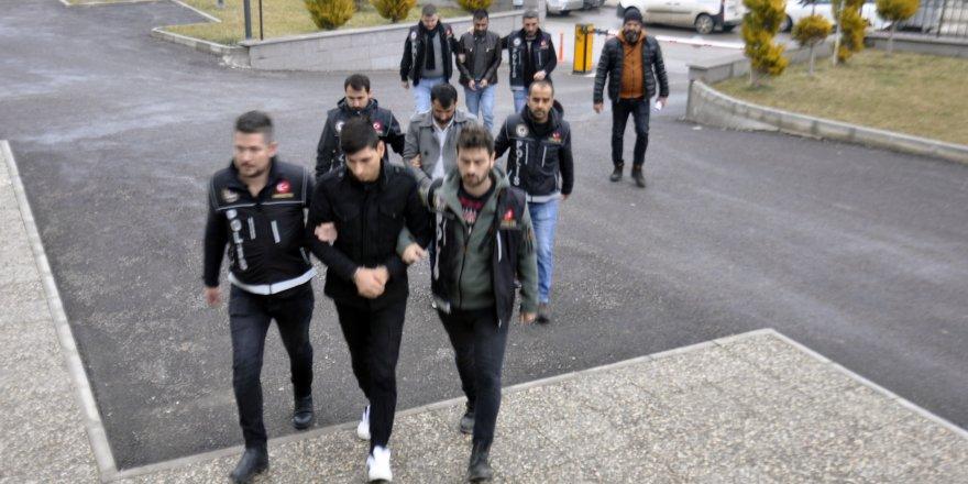 Karaman'da, uyuşturucu şüphelisi Afganlar yakalandı