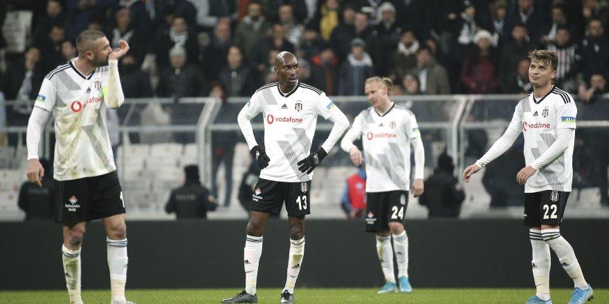 Beşiktaş'ta kart sınırında olan oyuncular düşündürüyor