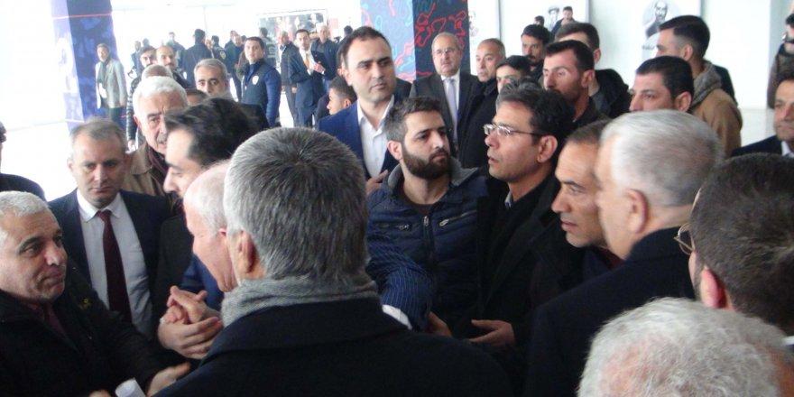 Şanlıurfa'daki CHP kongresinde arbede: Salona çevik kuvvet girdi
