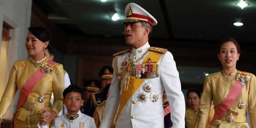Tayland Kralı 20 kadınla karantinada! Hareminden ayrı kalamadı