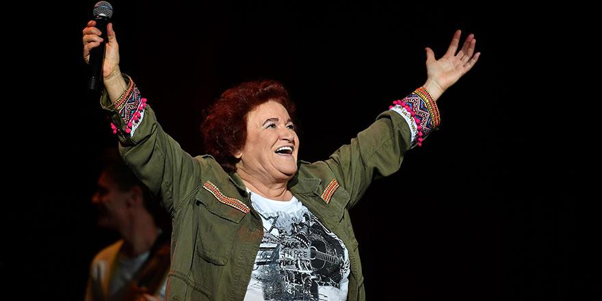 Camide şarkısı çalan Selda Bağcan: Ülkeyi bir yerlere çekmeye çalışıyorlar