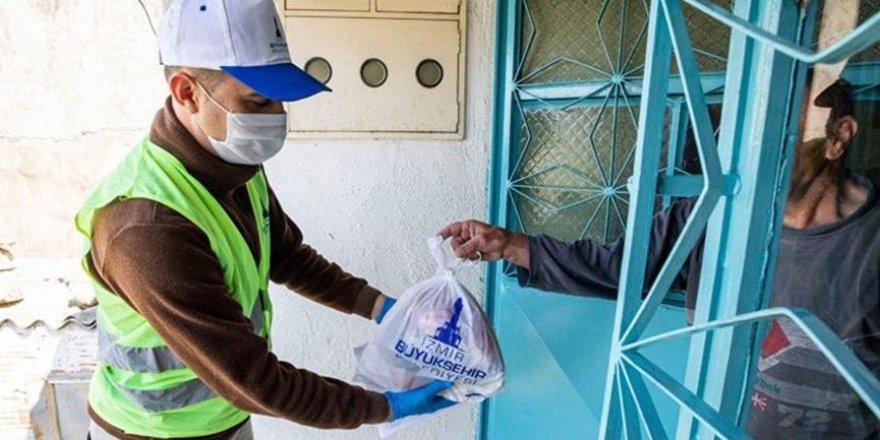 İzmir'de 430 bin kişilik yemek dağıtıldı
