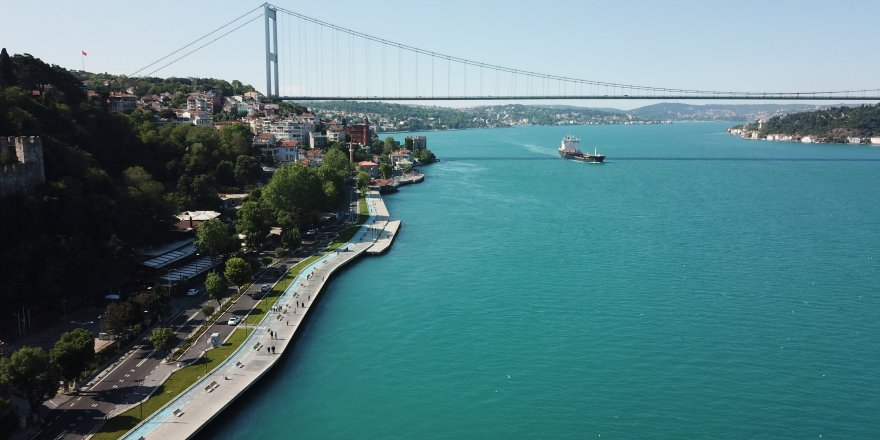 İstanbul Boğazı turkuaza bürünmüştü: Büyüleyen görüntünün nedeni ortaya çıktı