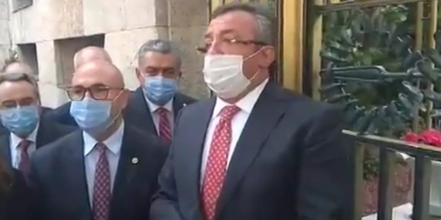 CHP'li milletvekilleri TBMM Başkanlığına Anayasa kitapçığı bıraktı