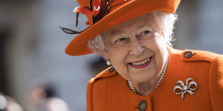 Kraliçenin şatosundaki ilan görenleri şaşırttı
