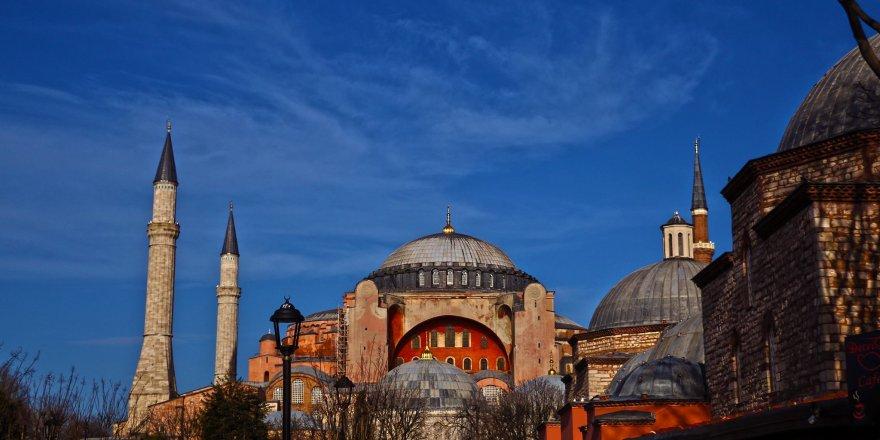 """Ünlü ekonomist: """"Ayasofya'ya namaza gidenler bol bol dua etsinler; işimiz Allah'a kaldı"""""""