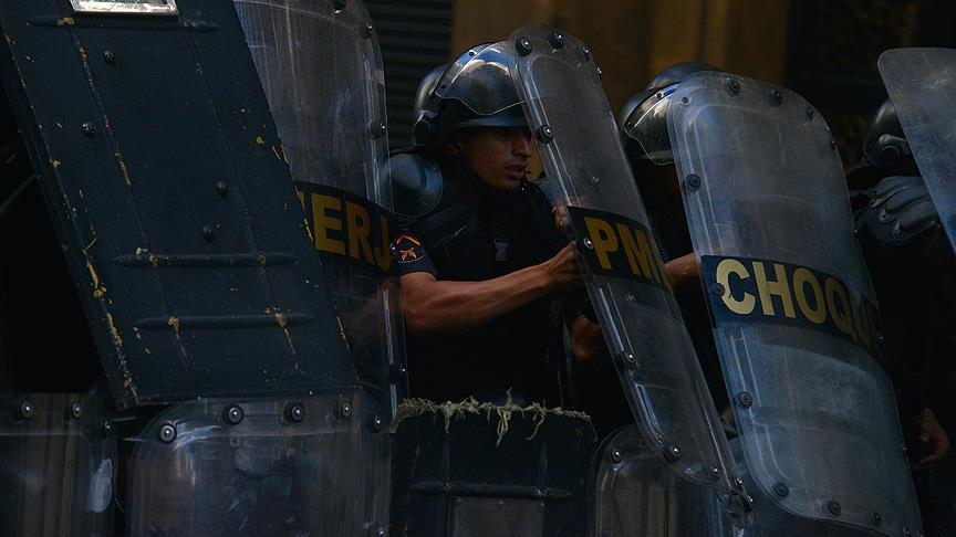 Polis grevinde bazı polisler göreve döndü